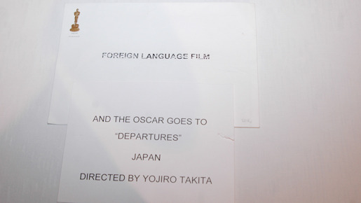 "「THE OSCAR GOES TO ""DEPARTURES"" JAPAN」とある"