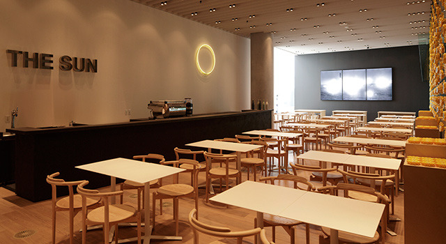 「Museum Cafe & Restaurant THE SUN & THE MOON」カフェエリア「THE SUN」。