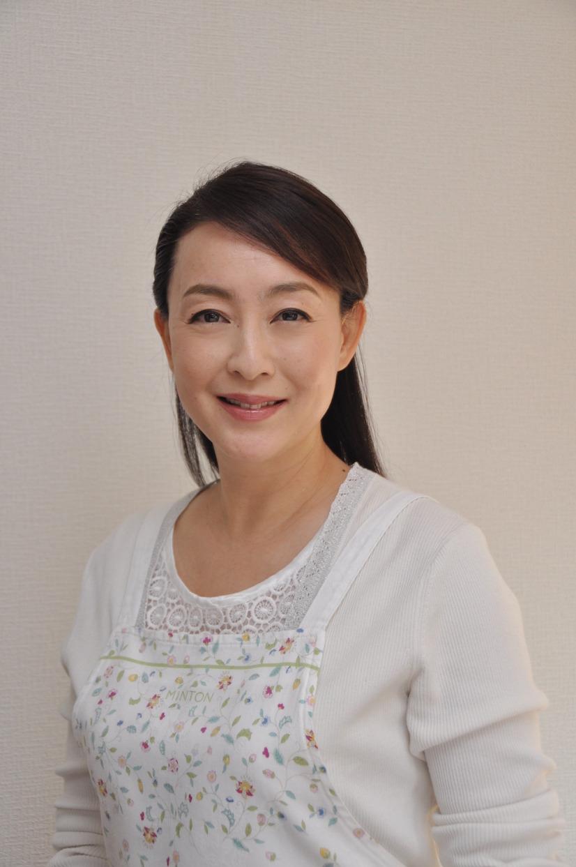 正面のエプロン床嶋佳子