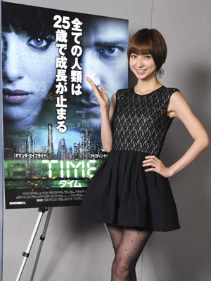 『TIME/タイム』AKB篠田麻里子がヒロイン役の声優に挑戦