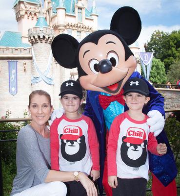 セリーヌ・ディオン、息子たちに父の死をディズニー映画をお手本に教える