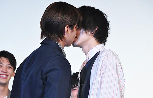 男同士のキス?菅田将暉と野村周平