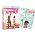 『ANNIE/アニー』BDジャケット写真(ブックレット付き) -(C)2014 Columbia Pictures Industries, Inc. and Village Roadshow FilmsNorth America Inc./Village Roadshow Films (BVI) Limited. All RightsReserved. Annie and related characters and elements: TM & c2014 TribuneContent Agency, LLC.