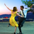 『LA LA LAND』(原題) Photo credit:  EW0001: Sebastian (Ryan Gosling) and Mia (Emma Stone) in LA LA LAND.  Photo courtesy of Lionsgate.(C) 2016 Summit Entertainment, LLC. All Rights Reserved.