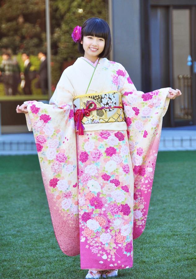 カワイイピンクの着物の小芝風花