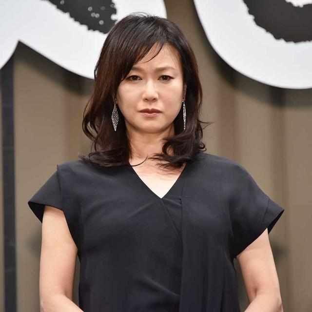 夏川結衣の黒い衣装