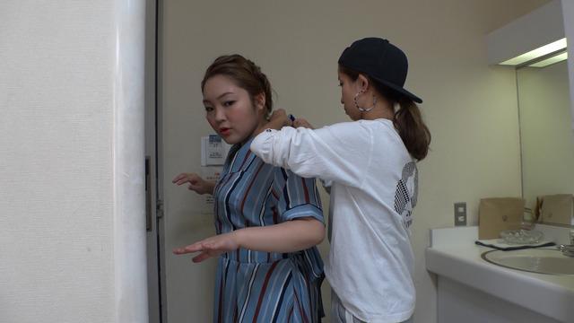 大瀧彩乃(スタイリスト)「セブンルール」ロケ写真
