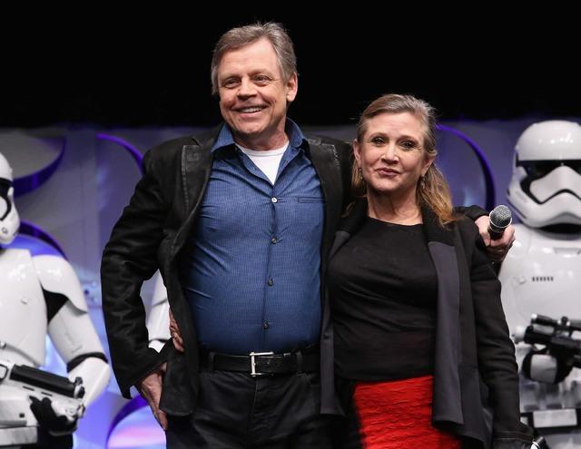 「Star Wars Celebration 2015」に登場したマーク・ハミル&キャリー・フィッシャー(C)Getty Images