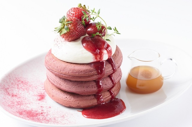 レッドベルベットパンケーキ ~チーズクリーム仕立て~