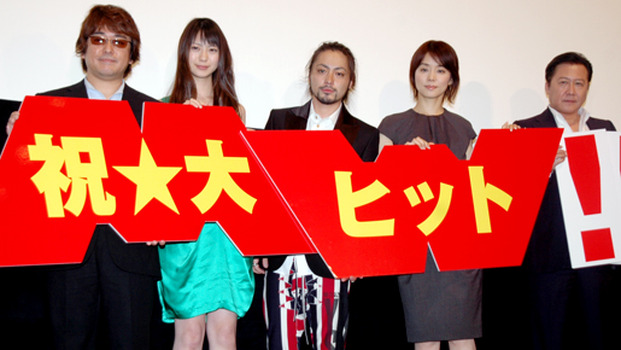 『MW -ムウ-』初日舞台挨拶。(左から)岩本仁志監督、山下リオ、山田孝...   山田孝之、終