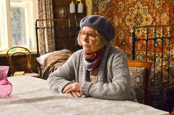 """ベレー帽&眼鏡がキュートな""""おひとり様""""先生が贈る、温かくて優しい""""人生のアドバイス"""""""