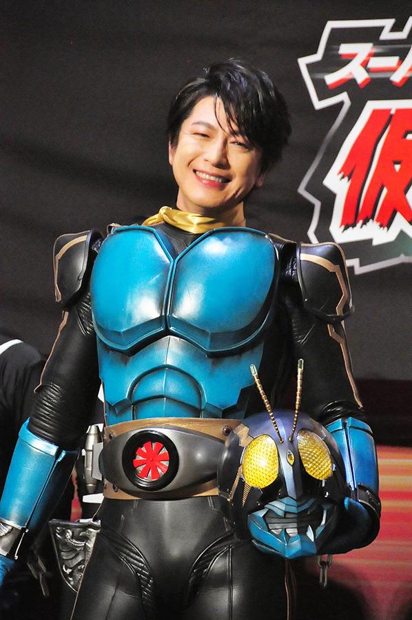 及川光博 仮面ライダー3号のスーツに感激 ショッカー軍団のセンターで