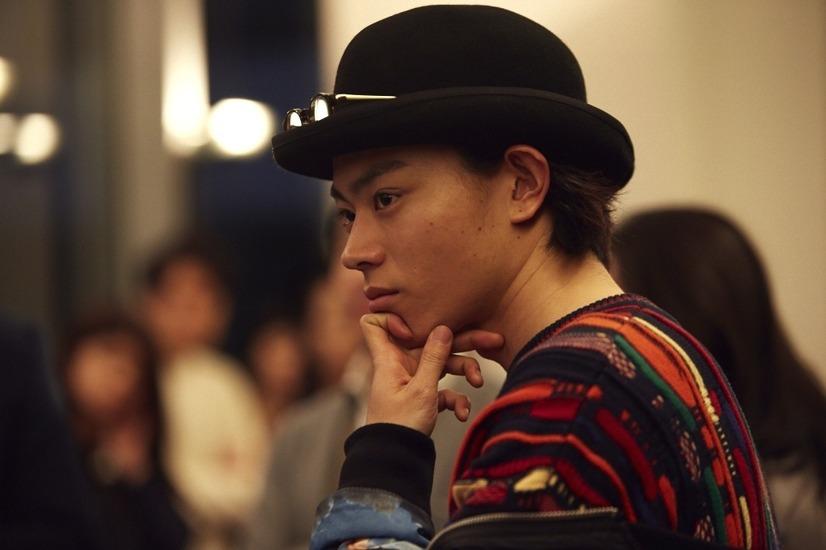 菅田将暉、おしゃれさ際立つ独特のファッションに注目『ピンクと
