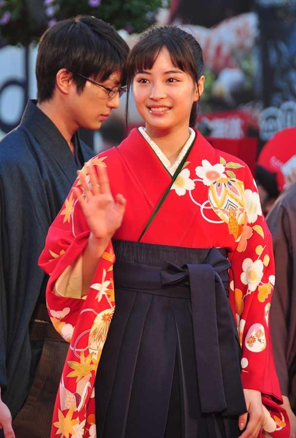 広瀬すず 野村周平 真剣佑らに歓声 歌舞伎町に2 500人 7枚目の写真