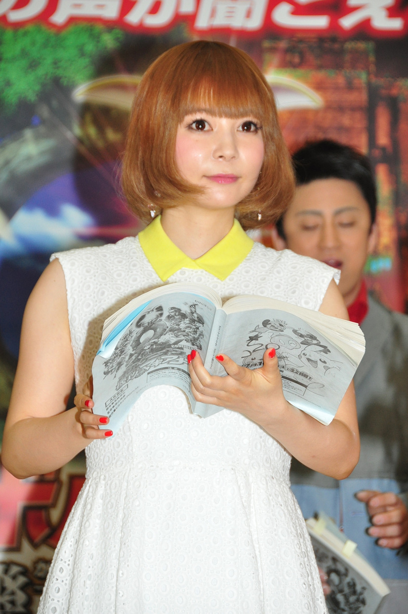 松岡茉優、『ポケモン』声優として山寺宏一に再会し感激の抱擁! 7枚目の