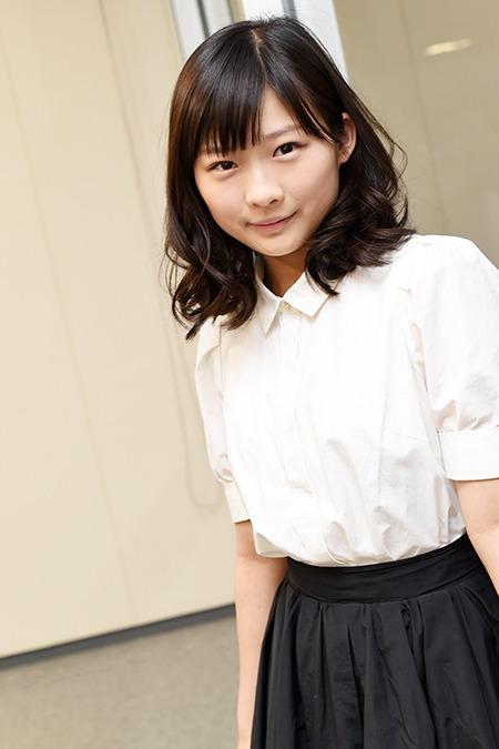 伊藤沙莉の白ブラウス黒スカート