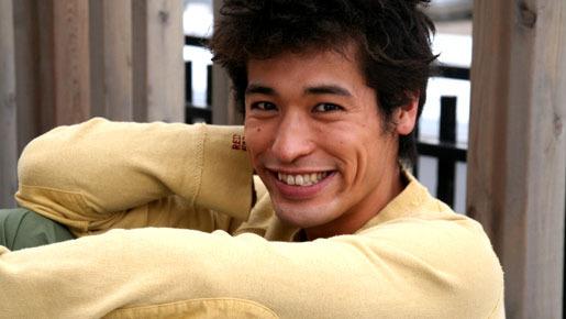 黄色いトレーナーのかっこいい佐藤隆太