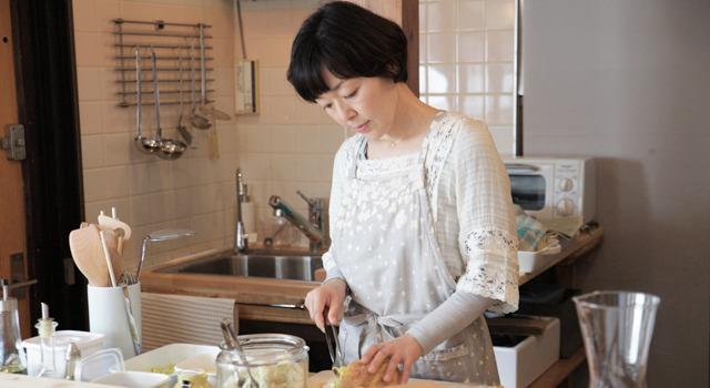 WOWOWドラマ「パンとスープとネコ日和」で主演を務める小林聡美