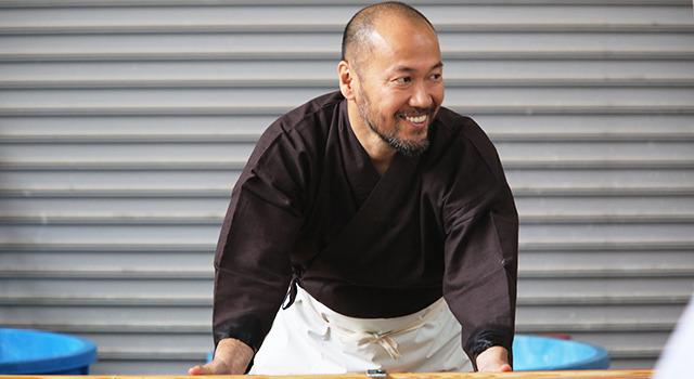 """井上雄彦、伝統文化を体験し「腰が痛い…」 ギネス超えの""""巨大和紙""""作り ..."""