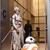 レイ、BB-8等身大フィギュア - (C) 2015 Lucasfilm Ltd. & TM. All Rights Reserved.