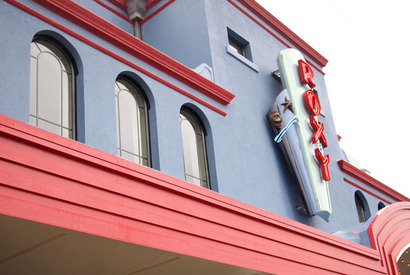 WETA Workshop近くの「Roxy Cinema」