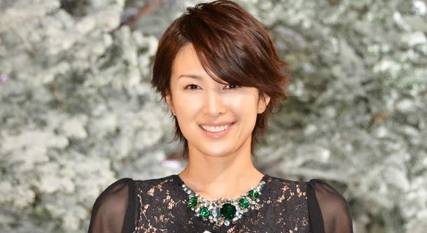 ネックレスをつけている吉瀬美智子