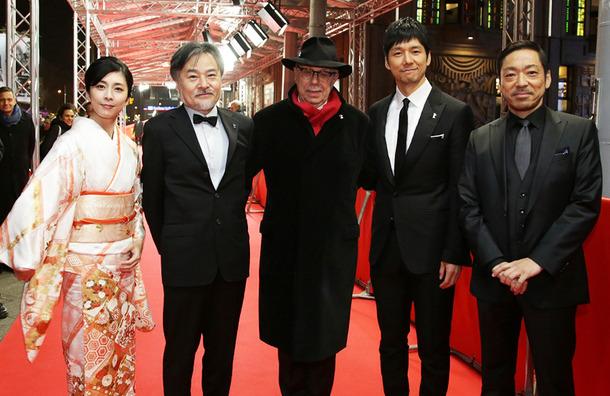 西島秀俊、竹内結子&香川照之らとベルリン映画祭で喝采を浴びる ...