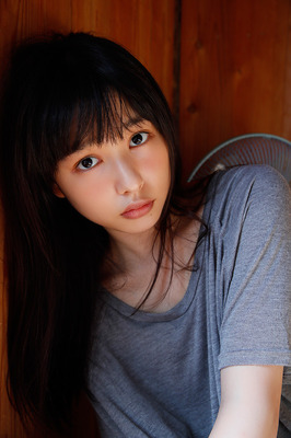 桜井日奈子、初写真集発売!最後の高校生姿から女優への軌跡
