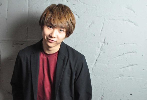 ハニカミ笑顔の須賀健太