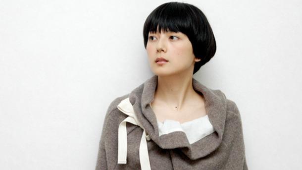 おしゃれな服を着た菊池亜希子
