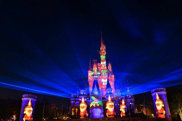 ディズニーシンデレラ城が新たな魔法にかかるディズニーギフト