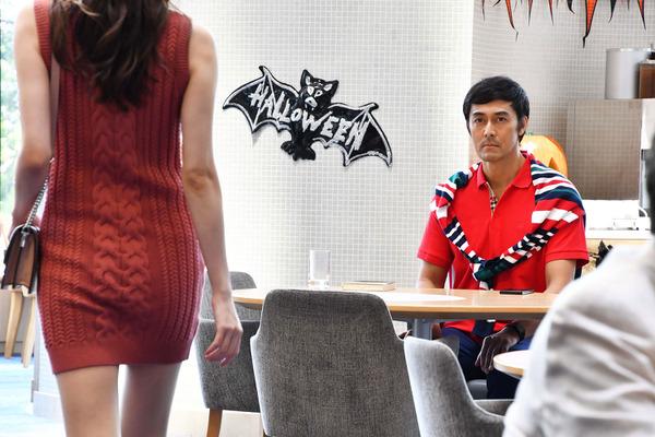 阿部寛、80年代風デートファッションに「溢れるメンズノンノ感