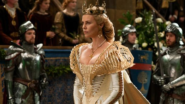 美しく邪悪な女王の衣裳トリビア! 豪華ドレスに隠された「昆虫」の ...