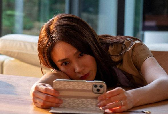 """山口紗弥加の演技に""""恐怖""""する視聴者続出「ローストビーフ切ってるだけ ..."""