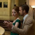 『ラ・ラ・ランド』(C)2017 Summit Entertainment, LLC. All Rights Reserved. Photo credit: EW0001: Sebastian (Ryan Gosling) and Mia (Emma Stone) in LA LA LAND. Photo courtesy of Lionsgate.