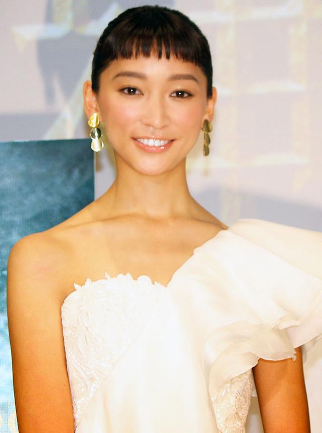 """純白ドレスで登場した、新婚の杏/『エクソダス:神... 新婚の杏、""""夫を待つ妻""""演じて「信じる力"""