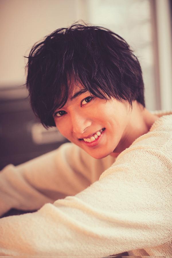 笑顔の山崎賢人