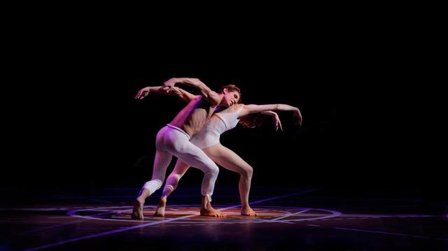 『ダンシング・ベートーヴェン』 -(C) Fondation Maurice Béjart, 2015 -(C) Fondation Béjart Ballet Lausanne, 2015