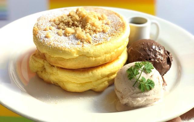 ベン&ジェリーズ×レインボーパンケーキコラボメニュー「アイスクリーム&メープル」