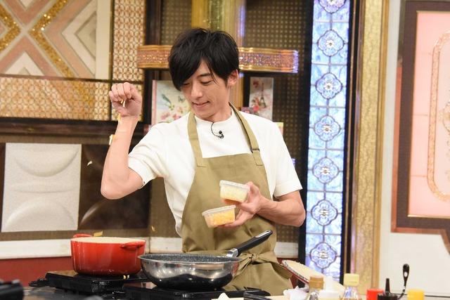 高橋一生/「あのニュースで得する人損する人」(C)NTV