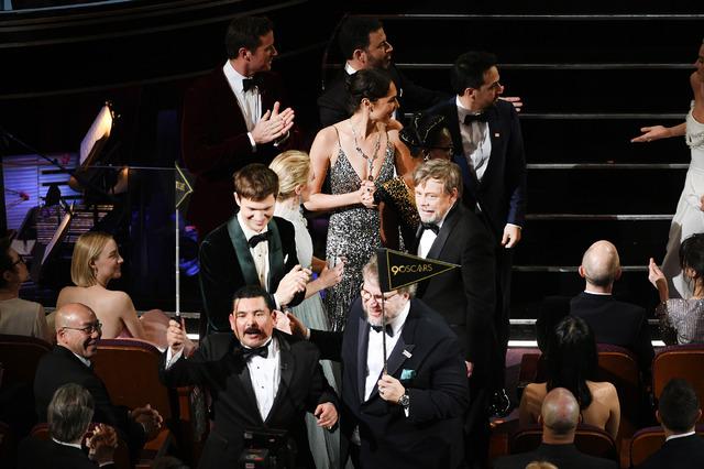 ジミー・キンメルほか一般会場へ向かう面々-(C)Getty Images