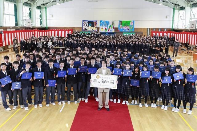 卒業式に山崎賢人がサプライズ登場/『羊と鋼の森』(C)2018「羊と鋼の森」製作委員会