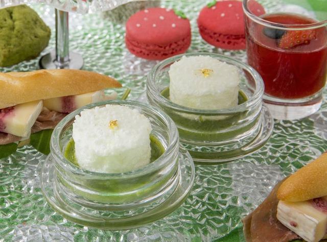 口どけメレンゲ、抹茶のスープ/「苺と抹茶のアフタヌーンティー」