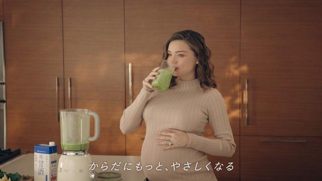 新CM「プラス糀 糀甘酒 からだを想う スムージー篇」