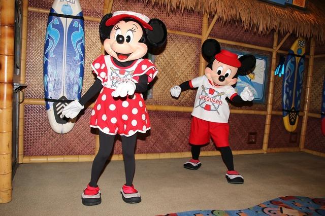「ディズニーPCHグリル」のミッキーマウスとミニーマウス