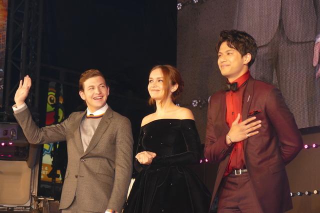 タイ・シェリダン、オリビア・クック、森崎ウィン
