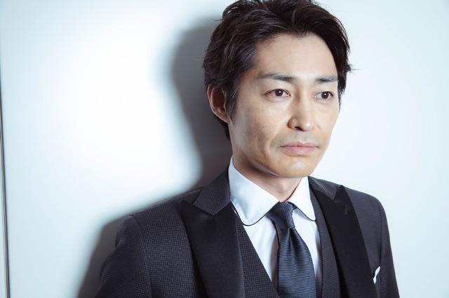 安田顕『家に帰ると妻が必ず死んだふりをしています。』/photo:You Ishii
