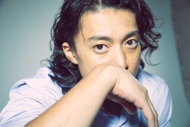 小栗旬『銀魂2 掟は破るためにこそある』/photo: You Ishii