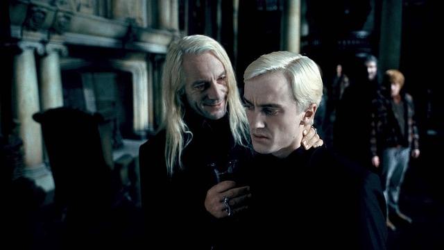 「ハリー・ポッターと死の秘宝 PART1」 TM & (c) 2010 Warner Bros . Ent. , Harry Potter Publishing Rights c J.K. R.