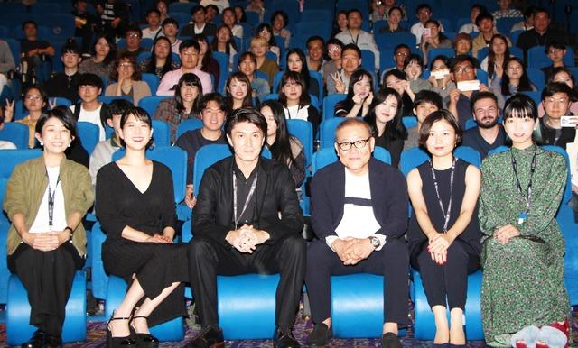 """第23回釜山国際映画祭『十年 Ten Years Japan』客席バックの集合写真(C)2018 """"Ten Years Japan"""" Film Partners"""